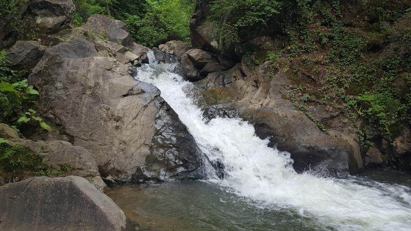 Obiective turistice - Cascada de sub Siclau