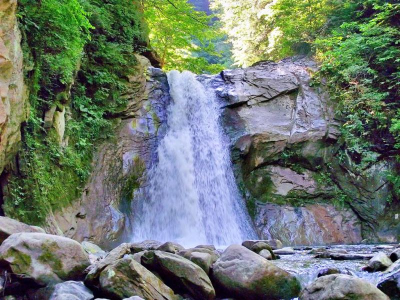Obiective turistice - Cascada Pruncea - Casoca