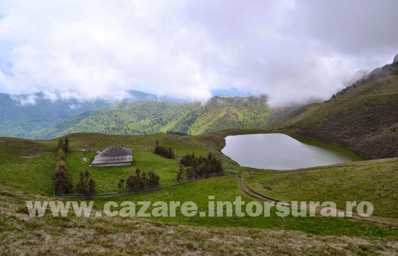 Obiective turistice - Lacul Vulturilor (Lacul fara fund)