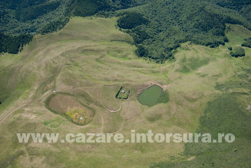Obiective turistice - Intorsura Buzaului - Crasna - Poarta Vanturilor - Lacul Fara Fund - Lacul Vulturilor - Sub Varful Malaia